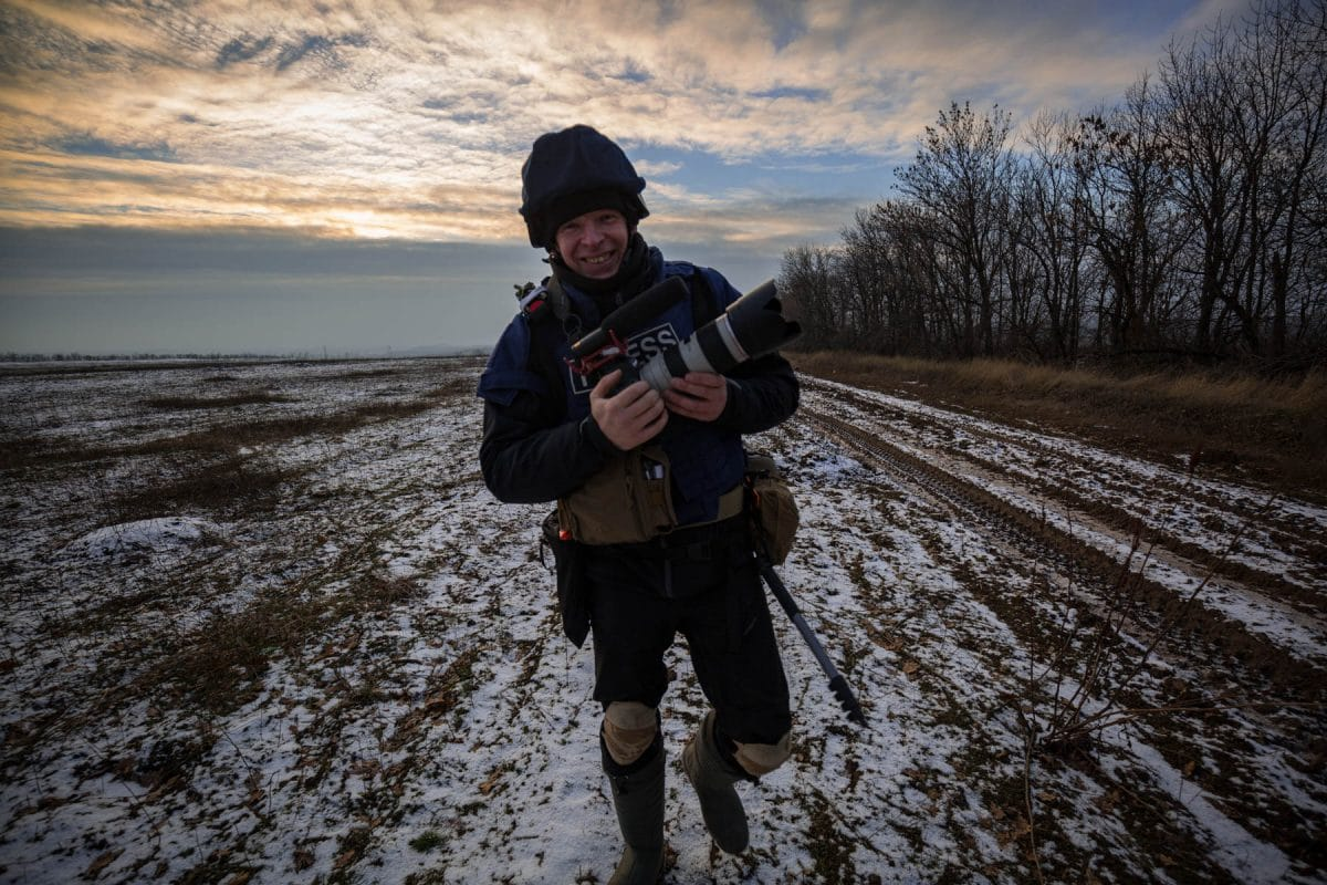 Radio Liberty war correspondent Andriy Dubchak is on the way between the front positions of the 10th OMBR (separate mechanized brigade), Edelweiss, near Popasnaya, December 2017