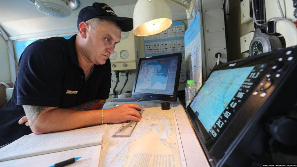 Головний старшина Михайло за прокладанням курсу корабля, photo - Andriy Dubchak
