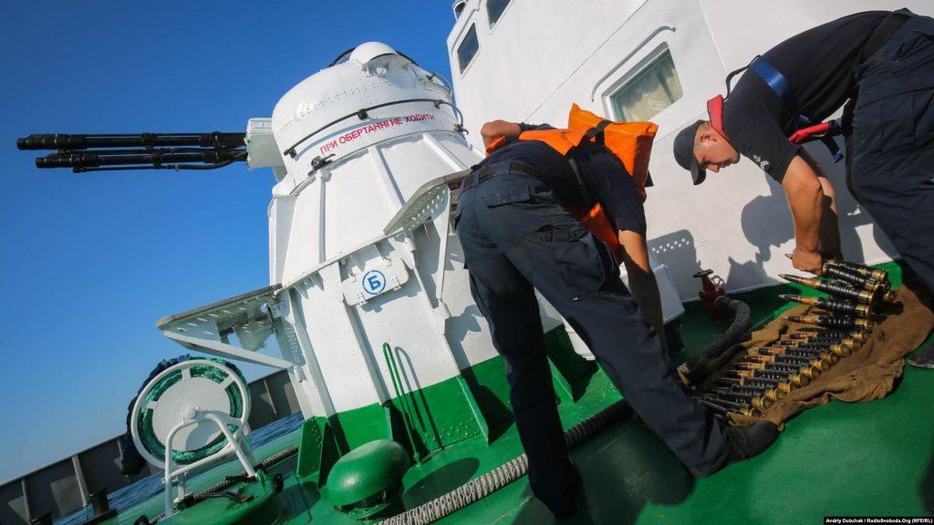 Заряджання корабельного зенітно-артилерійського комплексу АК-230, фото Андрій Дубчак