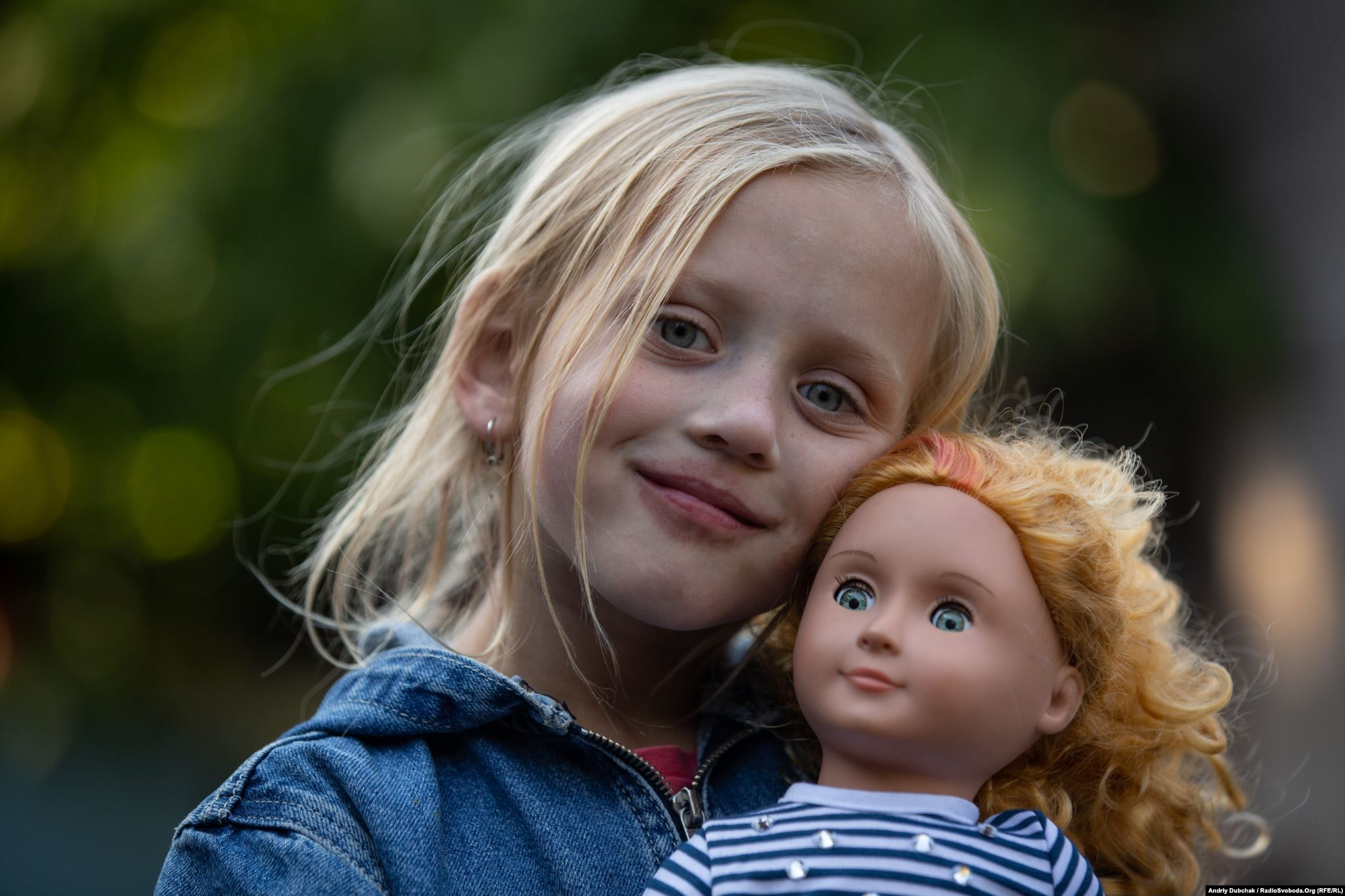 Toma loves dolls and was promised a new toy by a visiting journalist. (photo: Andriy Dubchak)
