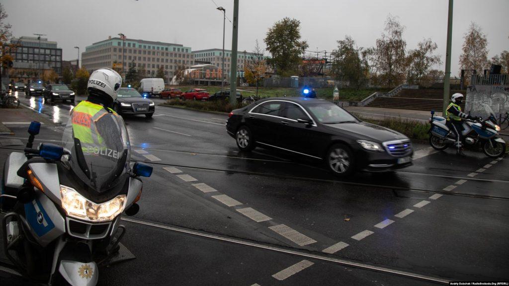 Через святкові заходи і підвищений рівень безпеки (на святкуванні також були присутні президенти Польщі, Угорщини, Чехії й Словаччини) центр міста у багатьох місцях був перегороджений парканами і поліцейськими кордонами