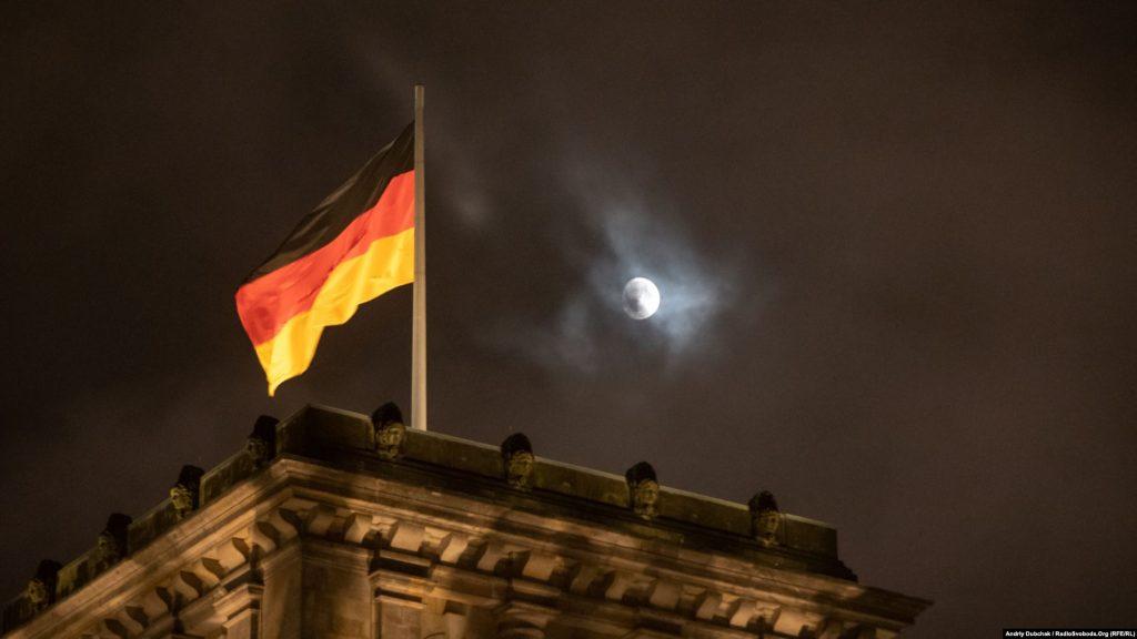 Сприйняття возз'єднання на Заході і на Сході відрізняється. Попри величезний термін у 30 років, німці говорять іще про принаймні пару поколінь, аби повністю загоїти рани суспільства і монолітно стати «Ми – народ!»
