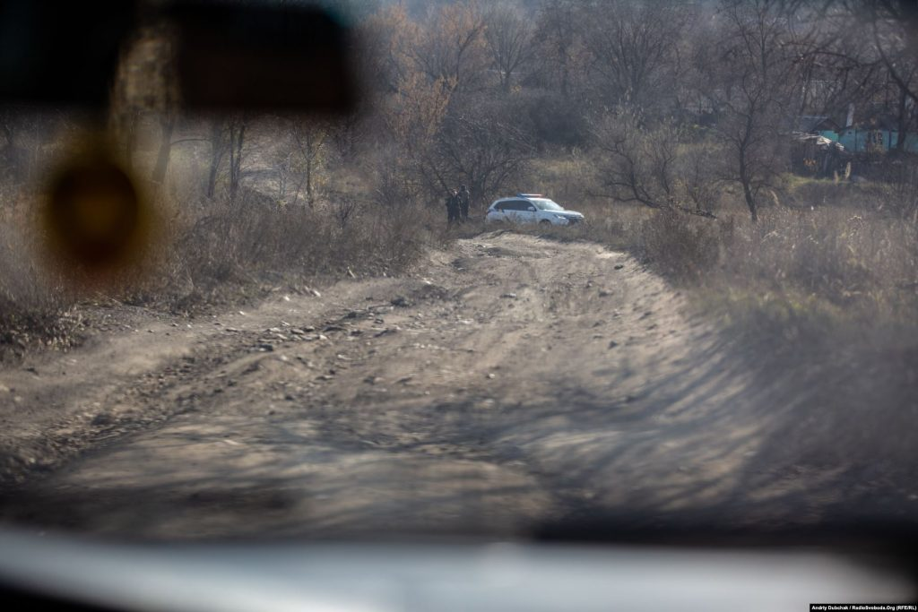 All roads leading to and from Zolote-4 are blocked by armed police patrols that are on 24/7 guard duty. We were not allowed to travel by car. So, we set out on foot… (photographer Andriy Dubchak)