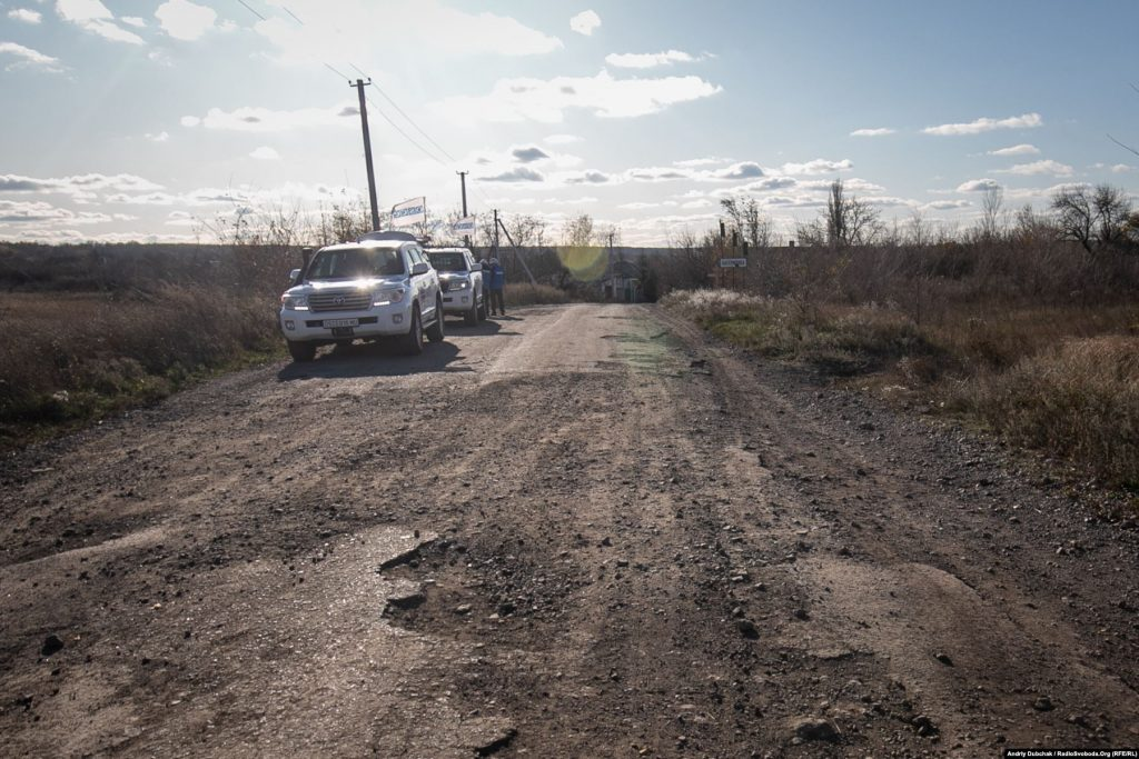 The OSCE monitors the disengagement of troops near the entrance to Katerynivka