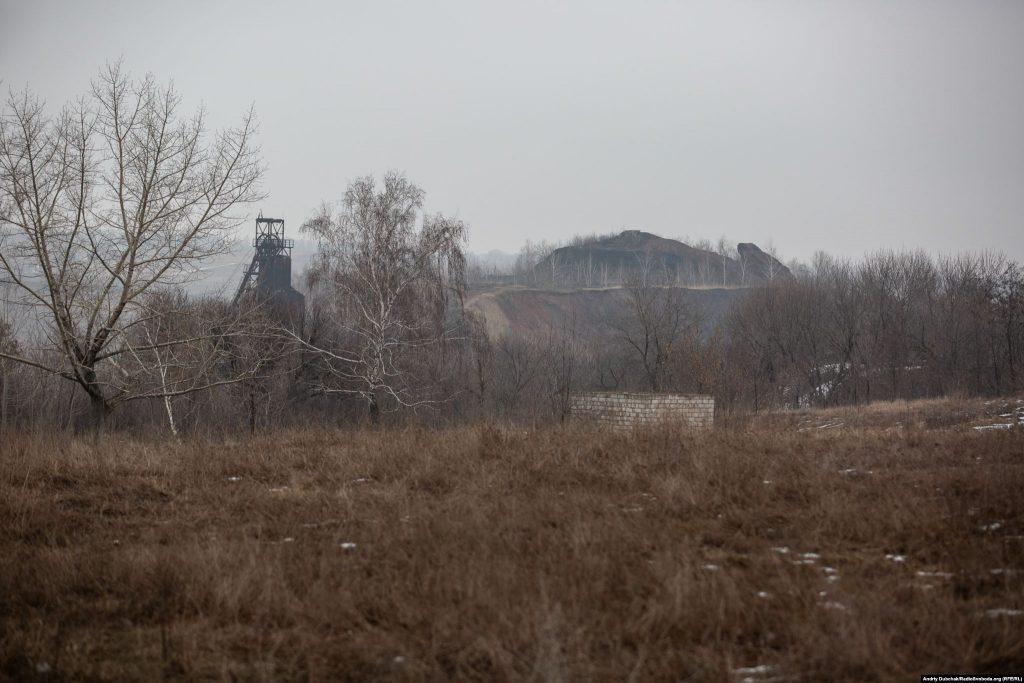 Терикон і копр шахти «Родіна» (фото: воєнний фотограф Андрій Дубчак)