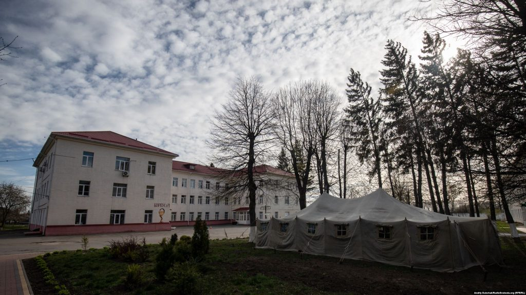 A military-style tent outside Kalynivka's central hospital. There have been 37 coronavirus cases reported among medical staff since a 79-year old local woman was admitted in early April with the infection before doctors and nurses began wearing protective equipment. The woman has since died. Photographer Andriy Dubchak / Ukraine